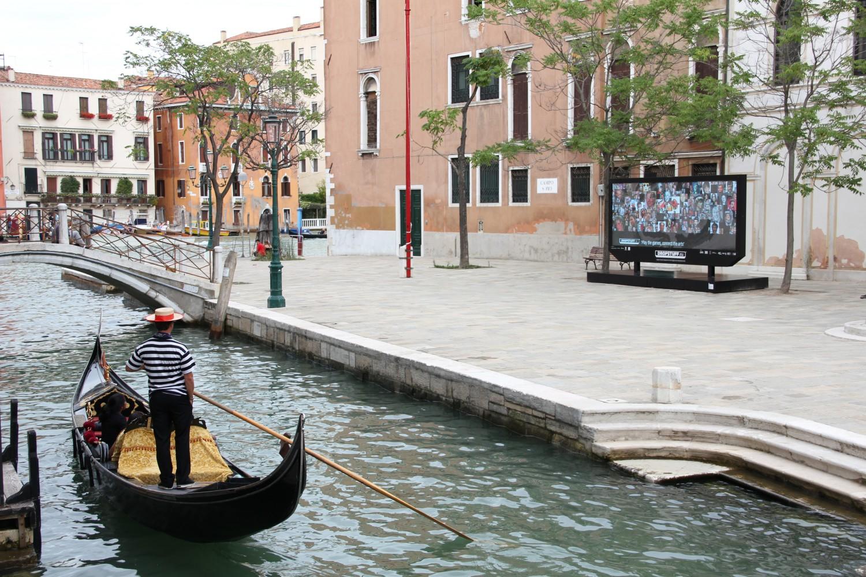 DROPSTUFF scherm tijdens de Biennale van Venetie 2011