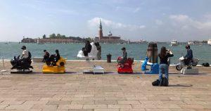 The Fair Grounds op de kade tijdens Biennale van Venetië, 2017