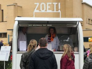 ZOET! verkoopt suikerspinnen tijdens Koningsdag in Hilversum